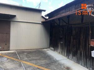 立派な倉庫と、ガレージ